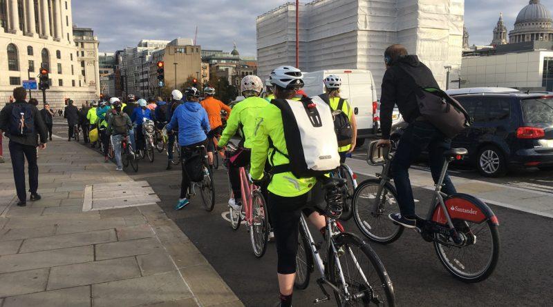 Hire bike and peloton on Blackfriars Bridge
